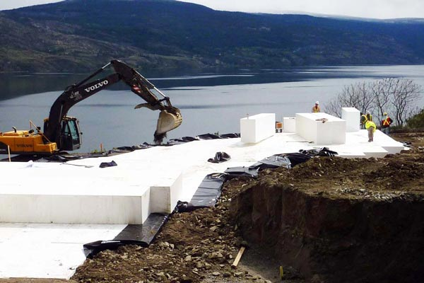 Geofoam Installation of large EPS blocks for a Compensating Foundation